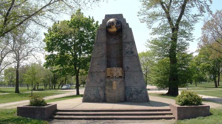 ChicagoDariusGirenasMonument